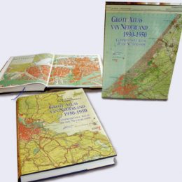 Boeken/  Kon.Luchtmacht – Royal Army – Could. Marine – Cards & Atlases –